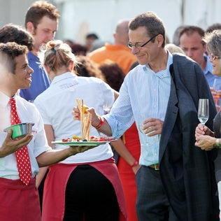 Catering-Service Apéritif an Roadshow