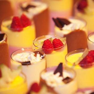 Dessertmousse in Gläsern an Roadshow