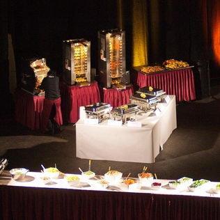 Salatbuffet vor Maiergrill Geräte