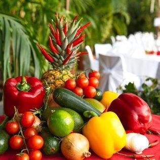 Gemüsedekoration auf Cateringbuffet