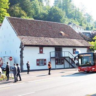 Rote Trotte Bushaltestelle im Grafenstein